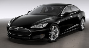 Tesla Autopilotin nopeusrajoituksien noudattamisesta palauteryöppy, perui muutoksen